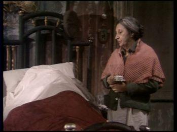 Concetta sveglia il marito portandogli il caffè (quello che sa di scarafaggio...)